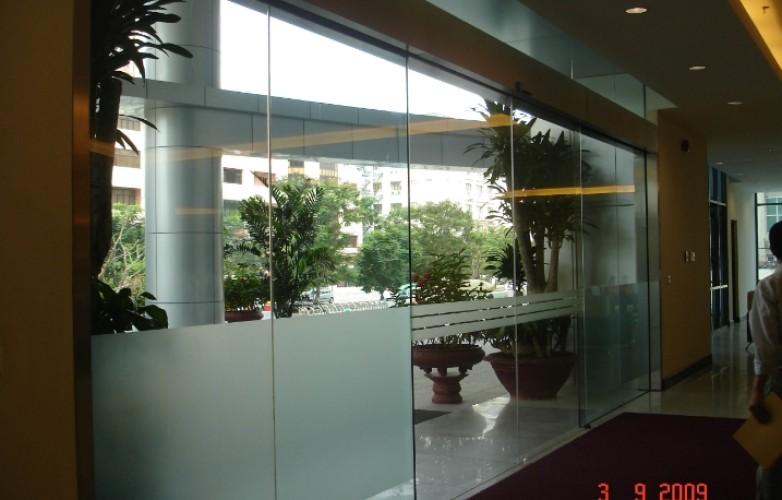 Lắp đặt cửa kính tự động tại trung tâm thương mại Sóc Sơn